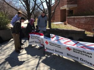 Gamma Rho brothers sign students up for Blood Drive (Missouri 20180322)