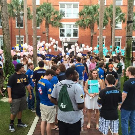 Stetson ATΩ Supports Campus Sororities (Stetson 20150914)