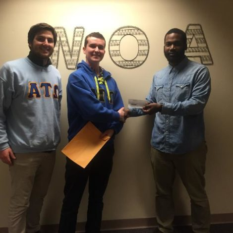 Iota Psi Chapter President and Alumni Donate to WOAR (Temple 20160223)